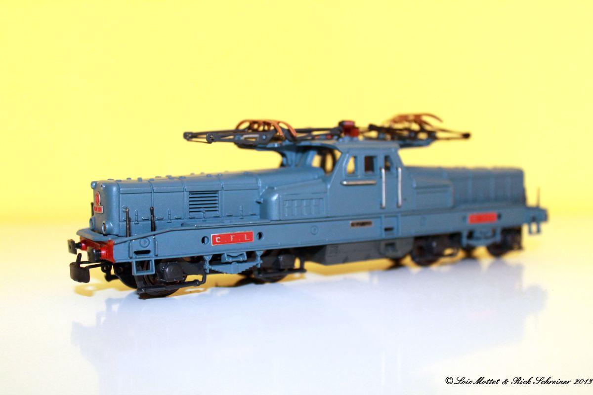 CFL Série 3600 Img_1913