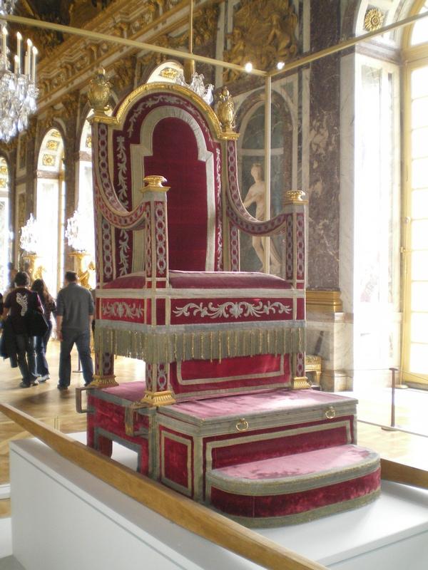 Exposition « Trônes en majesté, l'autorité et son symbole » - Page 7 Galeri10