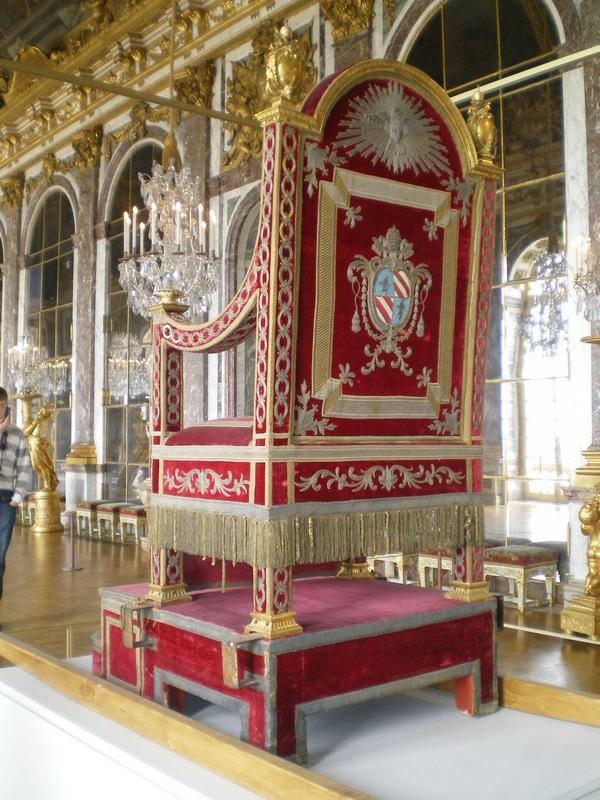 Exposition « Trônes en majesté, l'autorité et son symbole » - Page 7 Galeri12