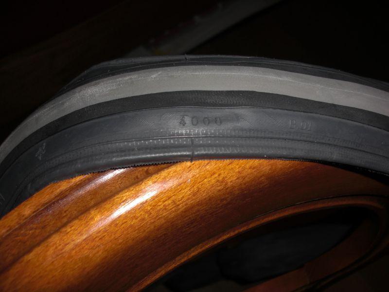 Décollement de bande de roulement sur pneu avant! Pneu10