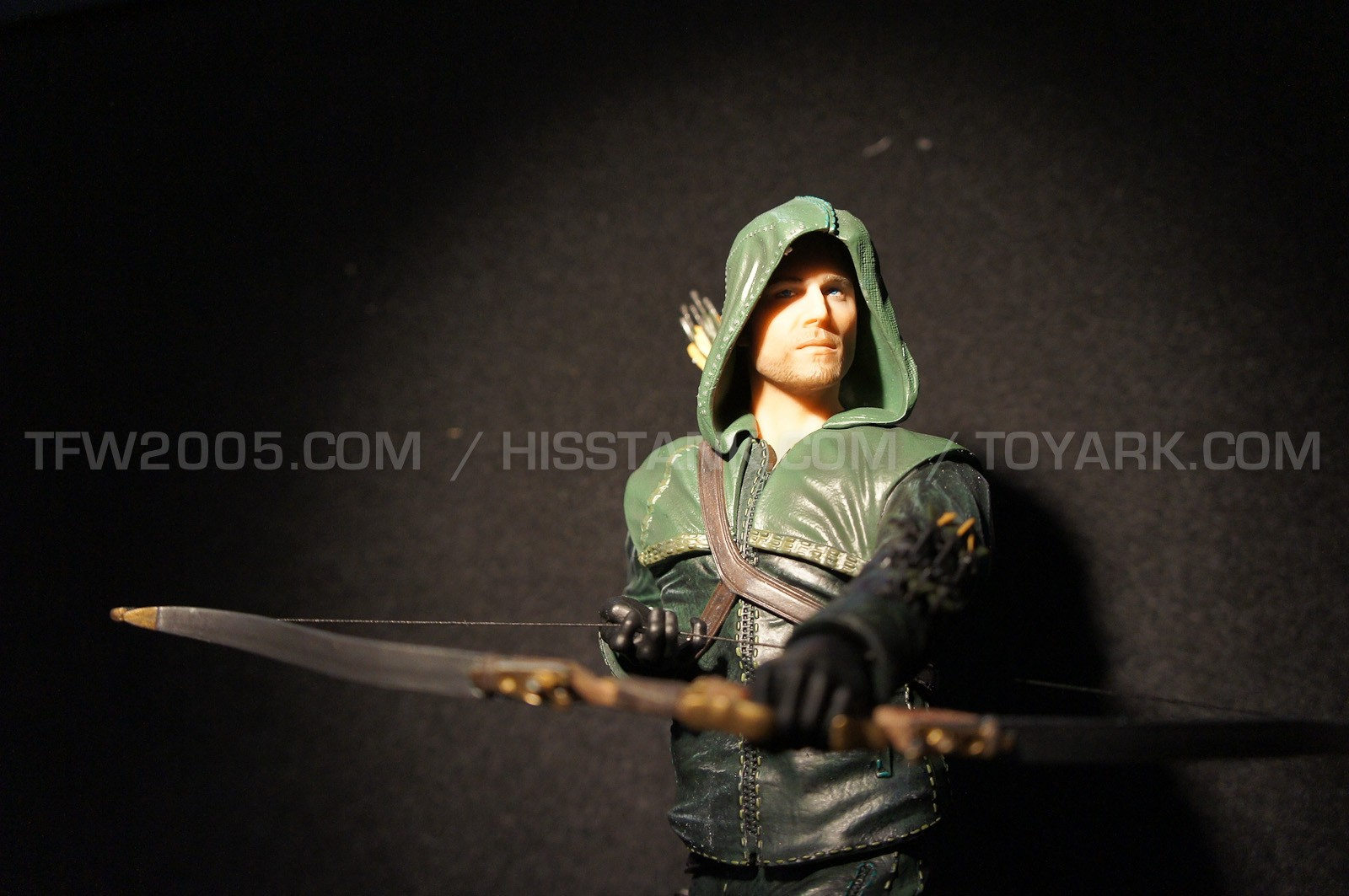 """DC Collectibles' new ARROW """" OLIVER"""" QUEEN STATUE Toyfai24"""
