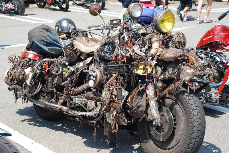 No limit à l'imagination pour les motos, Humour of course! - Page 4 Bou10