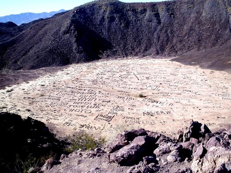 Ecritures sur le volcan Cerro Prieto, Baja California - Mexique 12326310