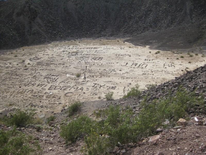 Ecritures sur le volcan Cerro Prieto, Baja California - Mexique 32571210