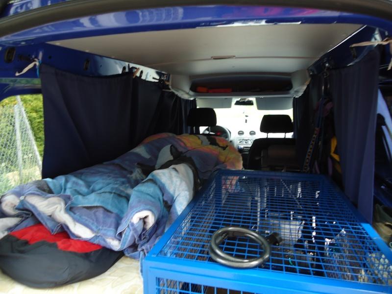Camions/voitures aménagé(e)s: voyager avec nos chiens - Page 4 Dsc00223