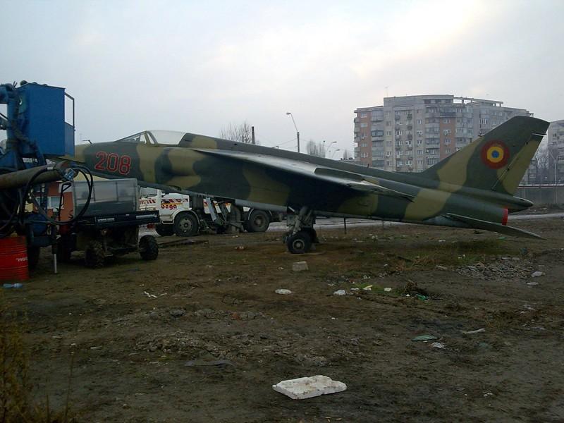 Aeronave militare - Pagina 16 208-210