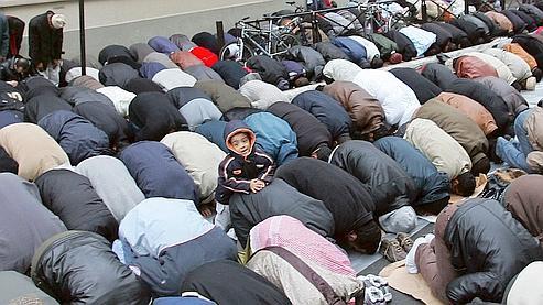Marine Le Pen compare la prière du vendredi à une «occupation» Musulm10