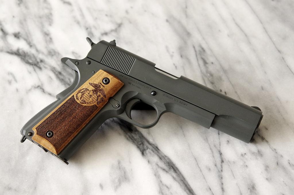 un Colt 45 bbs à partit d'un airsoft... - Page 5 Parker11