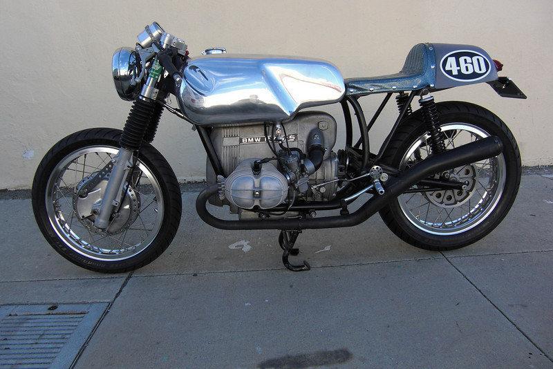 C'est ici qu'on met les bien molles....BMW Café Racer - Page 3 Bmw8ne15