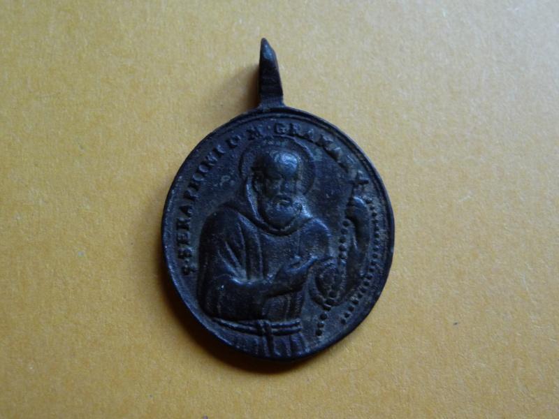 **RARE** Médaille St-Séraphin / Revers : St-Fidèle de Sigmaringa et St-Joseph de Leonissa Med_re18
