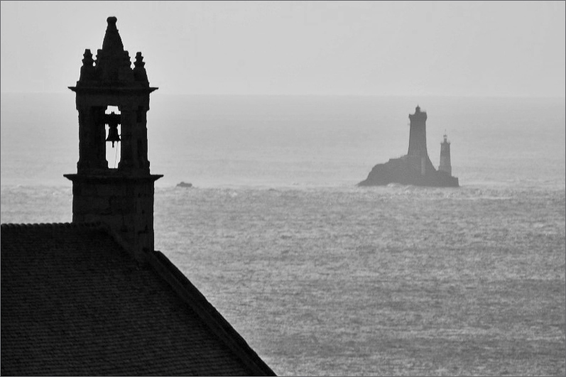 Dialogue entre la chapelle St They et le phare de la Vieille Jaco0110