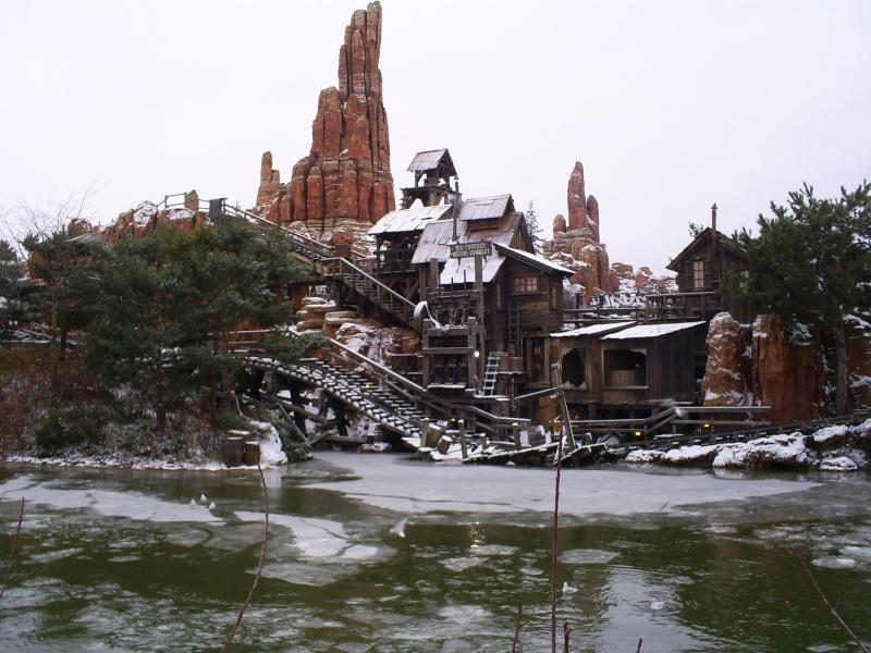 attraction sous la neige  - Page 2 Disney10