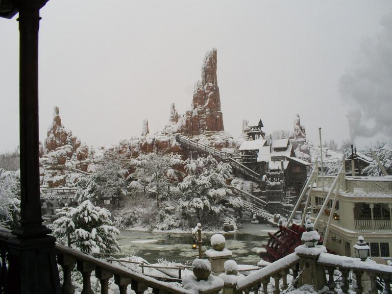 attraction sous la neige  - Page 2 Disney11