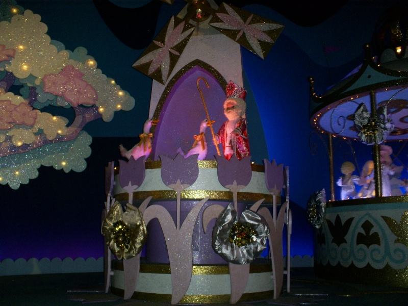 It's a small world - Page 6 Disney16
