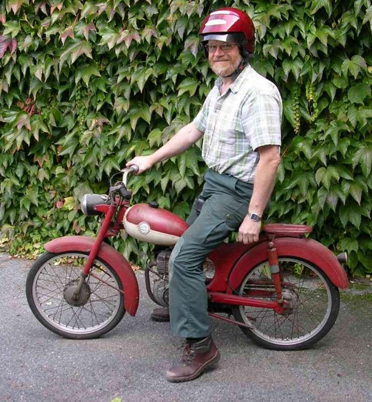Trailer y ciclomotor robado Pegaso12