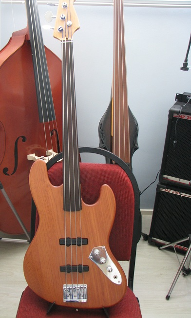 Jazz Bass Fretless - Custom Handmade Fretle12