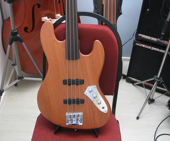 Jazz Bass Fretless - Custom Handmade Fretle13
