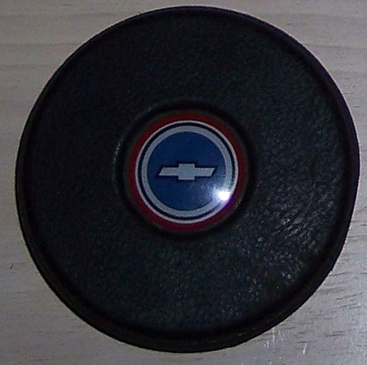 is this a laguna 4 spoke horn button emblem? Bowtie16