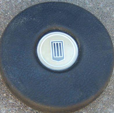 is this a laguna 4 spoke horn button emblem? Button10