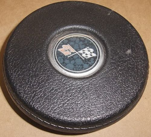 is this a laguna 4 spoke horn button emblem? Button16
