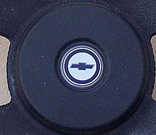 is this a laguna 4 spoke horn button emblem? Button17