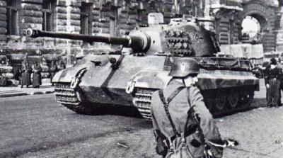 Panzerkampfwagen VI Königstiger ou Tigre II 69010510