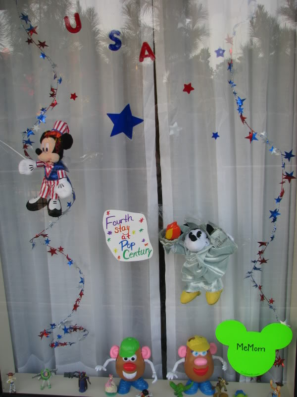 Window decor @ Disney 4th10
