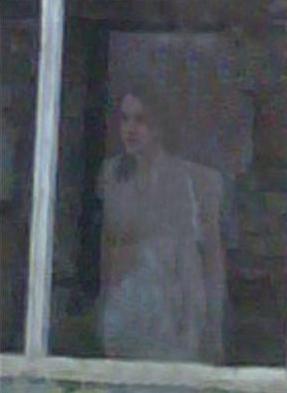 Une jeune femme au teint Pâle (Pays de Galles) Nouvea19