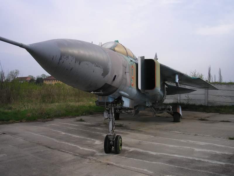 Aeronave expuse in tara P4090010