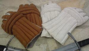Tenues vestimentaires de notre Compagnie Gants_11