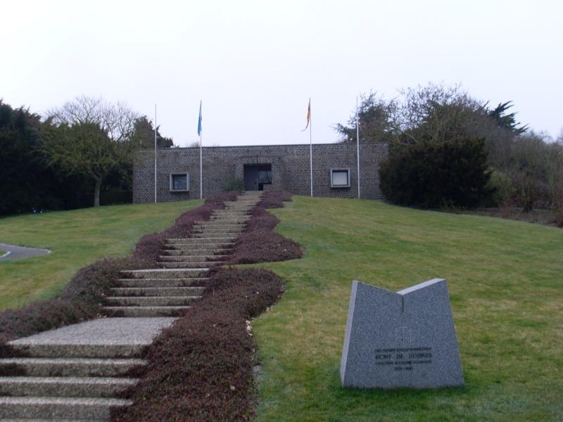 Cimetière Militaire Allemand du Mont de Huisnes (50) Week_e11