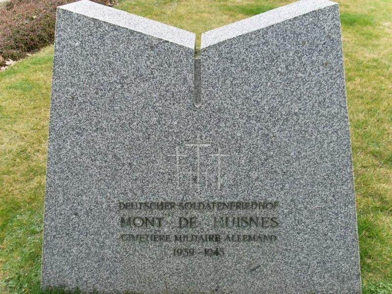 Cimetière Militaire Allemand du Mont de Huisnes (50) Week_e12