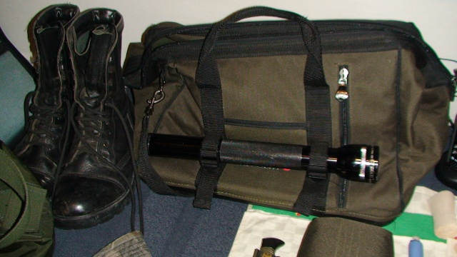 Avez vous un sac de survie? Dsc00814