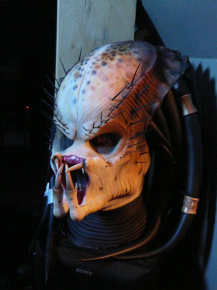 predator latex mask life size P1030011