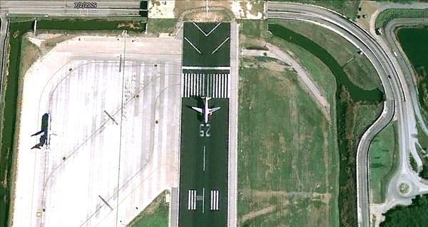 Les avions en phase d'atterrissage aperçus sur Google Earth Avionb11