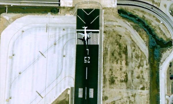 Les avions en phase d'atterrissage aperçus sur Google Earth Avionb12
