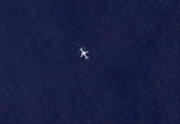 Les avions en phase d'atterrissage aperçus sur Google Earth Avionb13