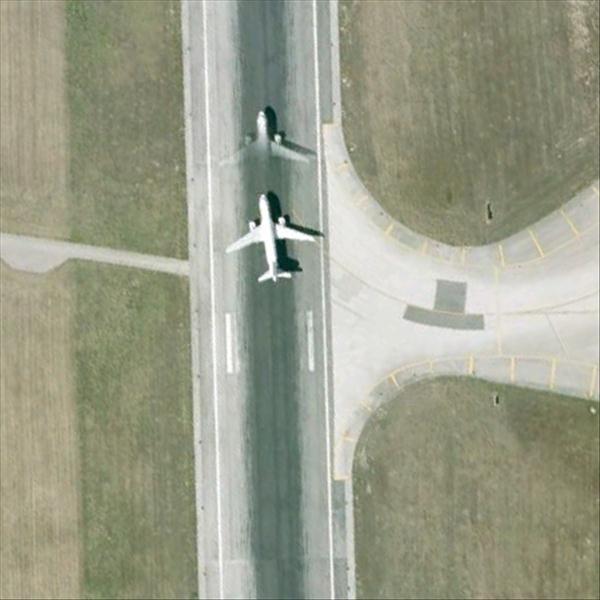 Les avions en phase d'atterrissage aperçus sur Google Earth Avionl11
