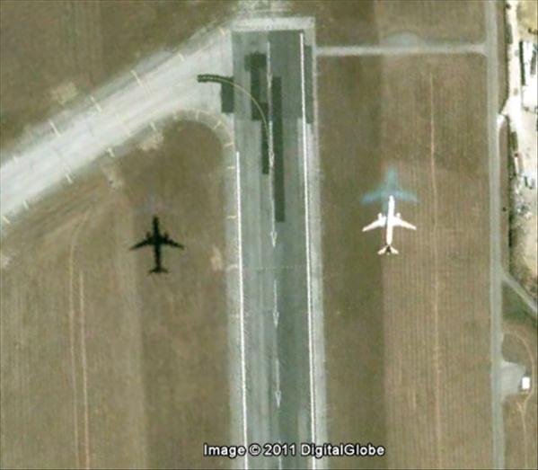 Les avions en phase d'atterrissage aperçus sur Google Earth Avionl12
