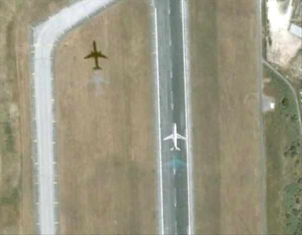 Les avions en phase d'atterrissage aperçus sur Google Earth Avionl16