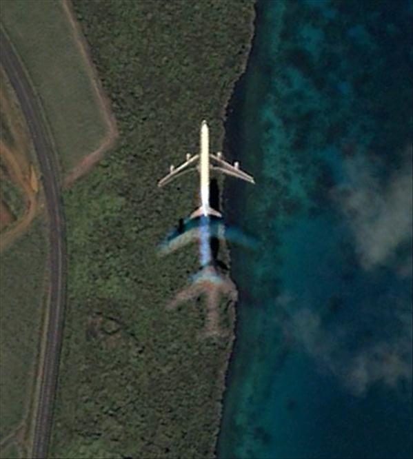 Les avions en phase d'atterrissage aperçus sur Google Earth Avionm14