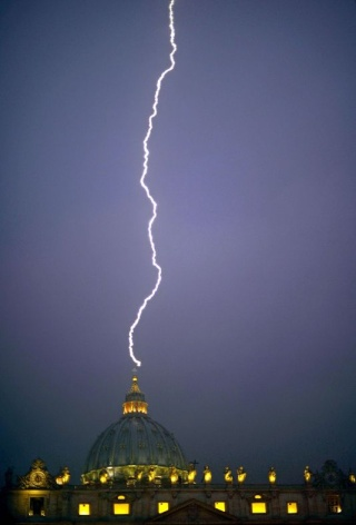 Le  Pape  Benoit  XVI  démissionnera  le  28  Février  2013 - Page 2 18329810