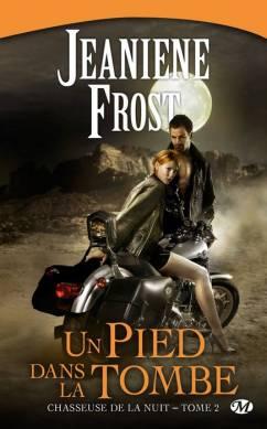 [Frost, Jeaniene] Chasseuse de la nuit - Tome 2: Un pied dans la tombe 1006-c10