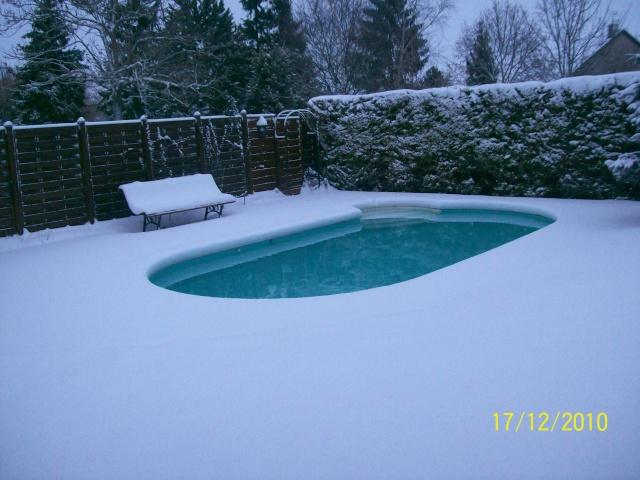 La piscine sous la neige Dacemb13