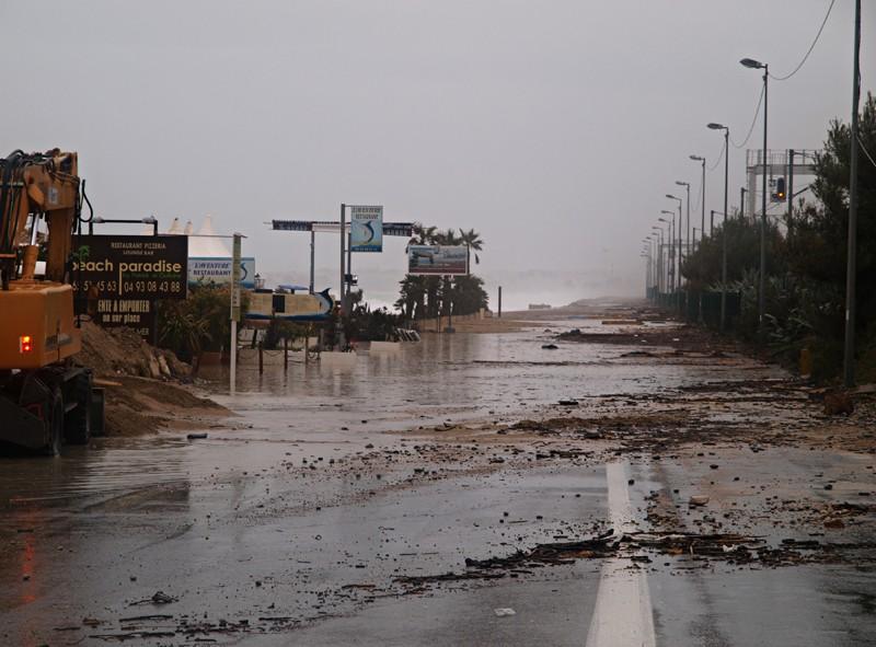 Un nouveau coup de mer sur la côte d'azur P3130611