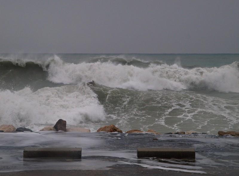 Un nouveau coup de mer sur la côte d'azur P3130612