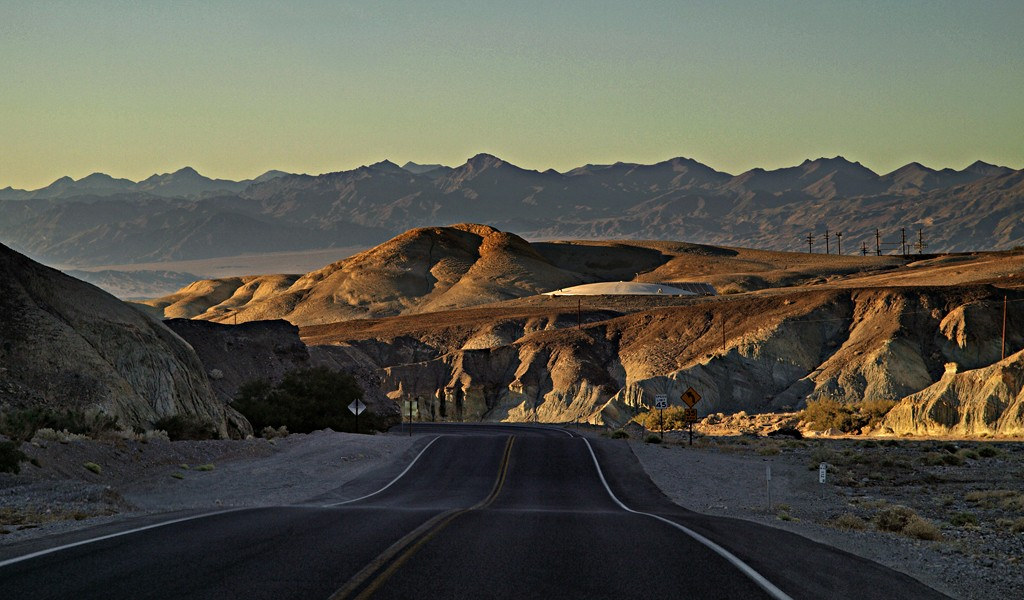""" On the road again "" 4  Death Valley P9286917"