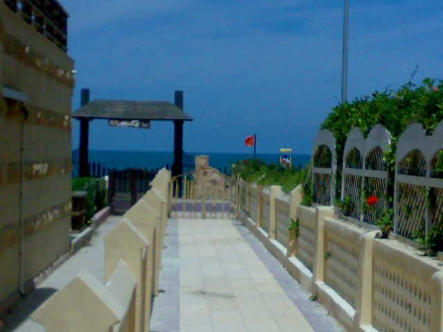 اااالحق شالية ارضي بحديقة كبيرة ثلاث غرف و صالة مكيفة للإيجار- مجموعة مكسيم- المعمورة الشاطئ 01012412542 Uuuuu153