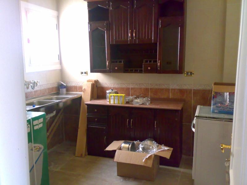 شقة سوبررررر لوكس للإيجار مكيفة غرفتين وصالة كبيرة تري البحر وكل المعمورة عمارات الإمن العام - الشاطيء Uuuuu165