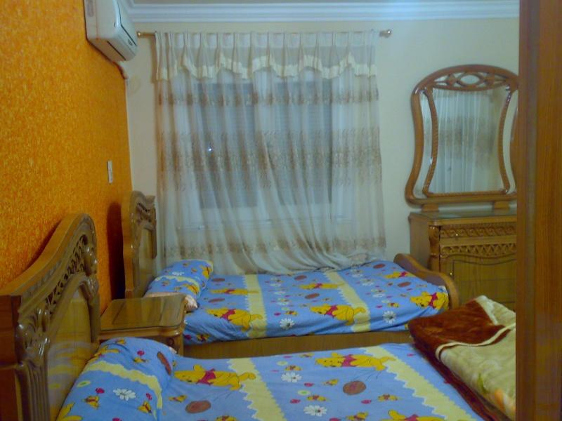 شقة مكيفة مستوي فندقي فاخر سوبرر لوكس ثلاث غرف وصالة للإيجار مفروش - المجموعة العاشرة - المعمورة  Uuuuyu13
